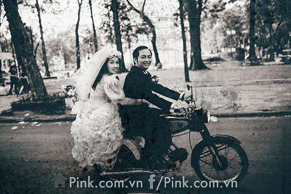 Trong ảnh, chú rể là Nghĩa Thuật sinh năm 1985, hiện làm công việc trong ngành công nghệ thông tin còn cô dâu Minh Hằng sinh năm 1990 là thư ký ở bệnh viện.