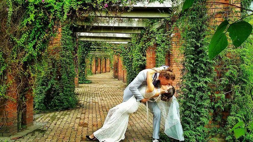 couple-wedding-around-the-world-travel-cheetah-rhiann-18