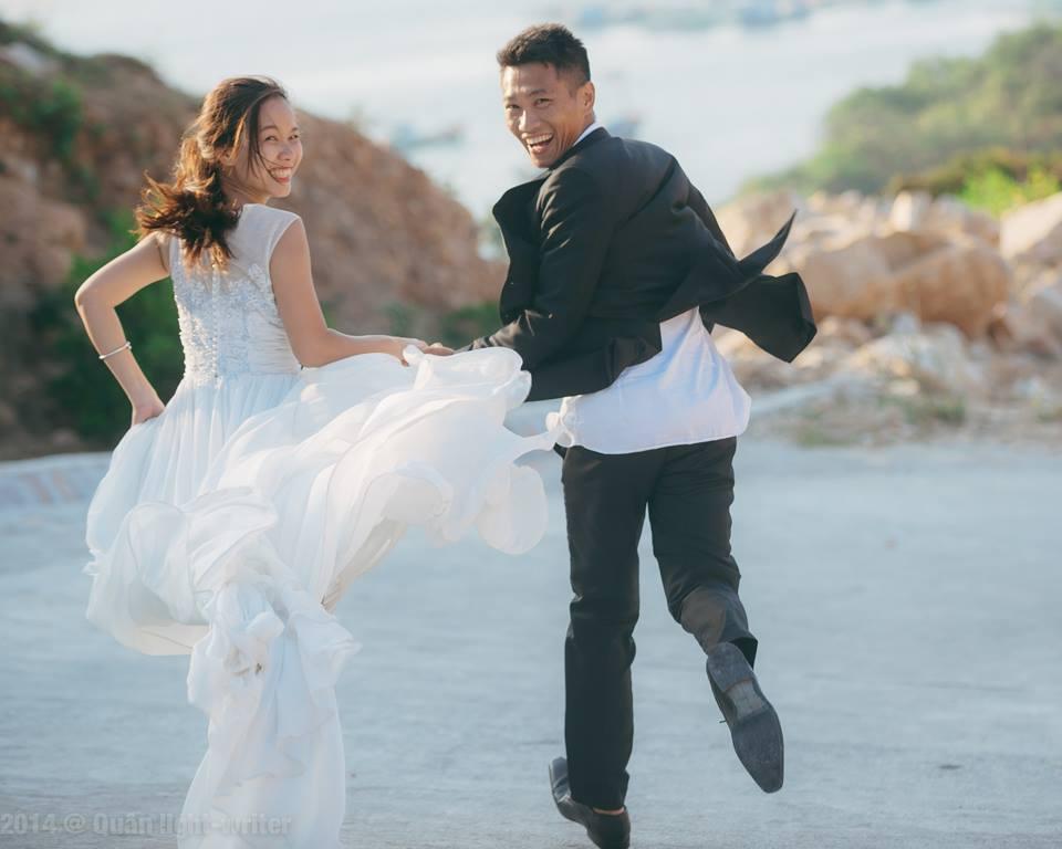Bộ ảnh cưới chụp ở đảo Bình Ba đẹp quá, đâu cần phải chụp ở studio sang chảnh đâu