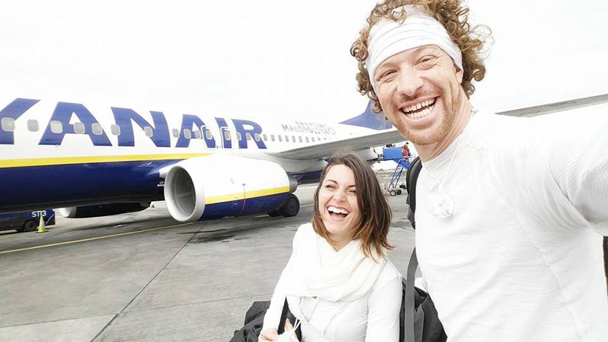 couple-wedding-around-the-world-travel-cheetah-rhiann-17