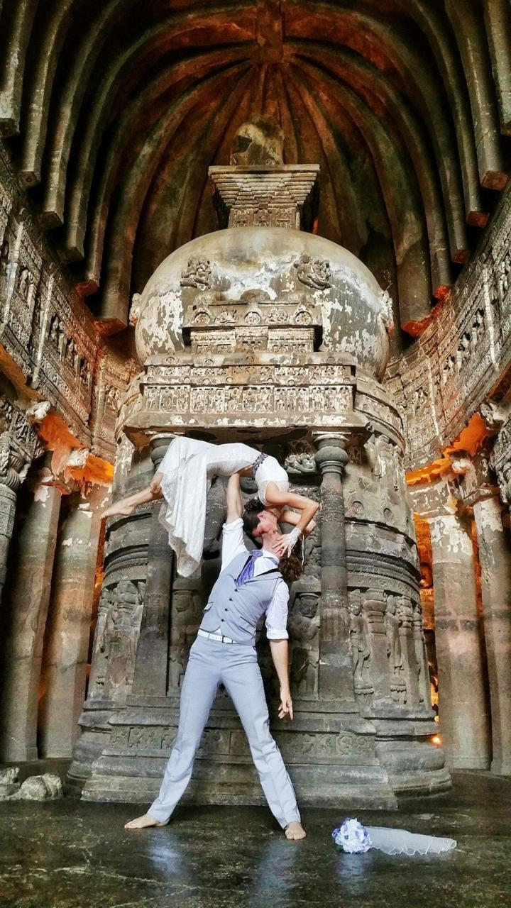 couple-wedding-around-the-world-travel-cheetah-rhiann-9